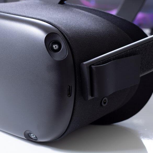 Oculus Quest Side