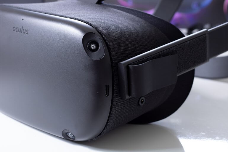 Oculus Quest Side